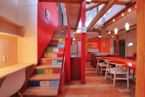 階段下パスコ1.jpg
